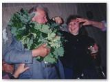Linksmos Joninės. Šalia tėčio - dukra Rima. Asmeninio albumo nuotrauka.