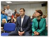 """Žydrūnė su šeima parodos """"Ypatingas grožis"""" atidaryme Vilniuje."""