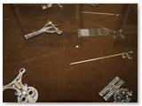 Acheologiniai menininko papuošalai.