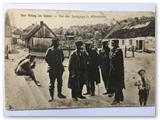 """Pirmojo pasaulinio karo atvirukas ,,Vokiečių kareiviai ir žydai prie Vilkaviškio sinagogos laiptų."""""""