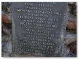 Jiezno kapinėse palaidoti pirmieji už laisvę žuvę Vilkaviškio krašto savanoriai. Paminklas, kuriame įrašytas žuvusių Vilkaviškio savanorių pavardės.